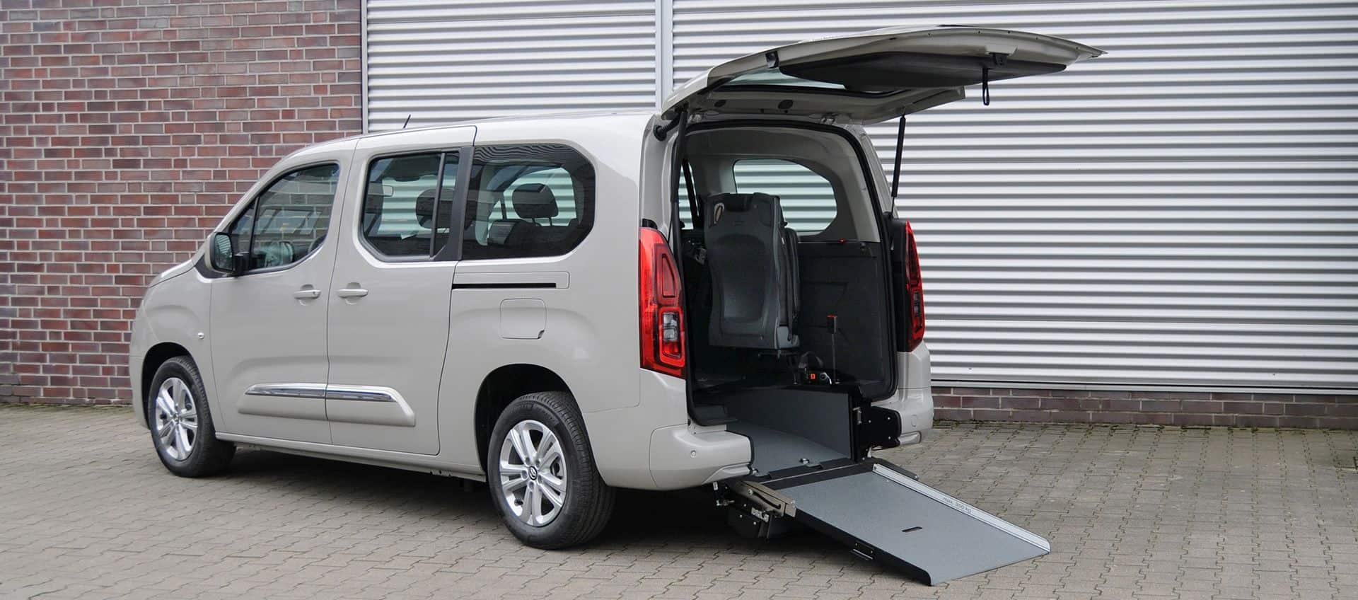 Behindertentransporter-Toyota-72dpi